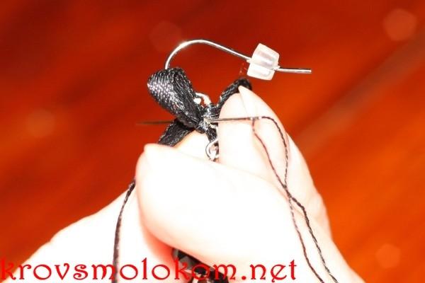 сережки из черных бусин своими руками
