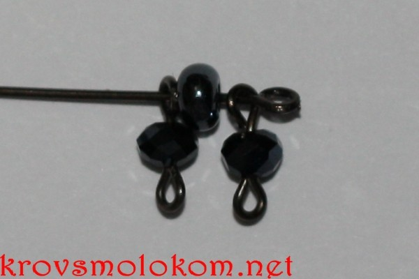 Черный браслет из бисера и бусин своими руками. Мастер класс с Фото